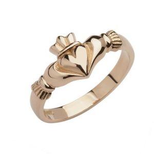 elegant-rose-gold-claddagh-ring