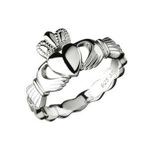 silver-claddagh-ring-with-twist-band