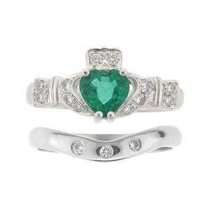 ashford-3-stone-claddagh-wedding-set-in-18-karat-white-gold-and-emerald