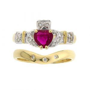ashford-3-stone-claddagh-wedding-set-in-18-karat-yellow-gold-and-ruby