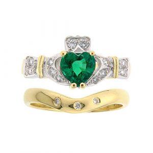 ashford-3-stone-wedding-set-in-18-karat-yellow-gold-emerald