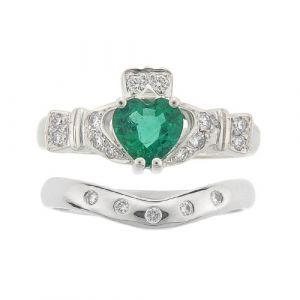 ashford-5-stone-emerald-claddagh-wedding-set-in-18-karat-white-gold