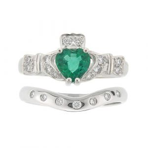 ashford-7-stone-claddagh-wedding-set-in-14-karat-white-gold-and-emerald
