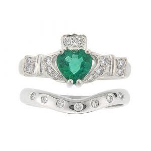 ashford-7-stone-claddagh-wedding-set-in-18-karat-white-gold-and-emerald