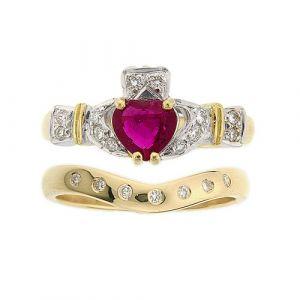 ashford-7-stone-claddagh-wedding-set-in-18-karat-yellow-gold-and-ruby
