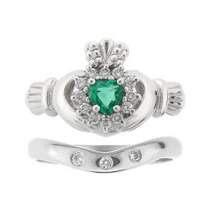 cashel-3-stone-emerald-claddagh-wedding-set-in-platinum