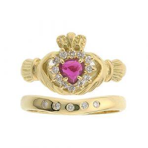 cashel-5-stone-claddagh-wedding-set-in-18-karat-yellow-gold-and-ruby