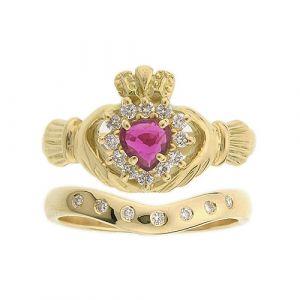 cashel-7-stone-claddagh-wedding-set-in-18-karat-yellow-gold-and-ruby
