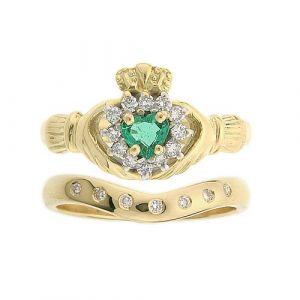 cashel-7-stone-wedding-set-in-18-karat-yellow-gold-and-emerald