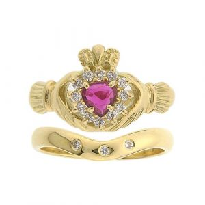 cashel-claddagh-ring-wedding-set-in-yellow-gold-and-ruby