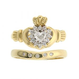 cashel-diamond-claddagh-wedding-set-in-18-karat-yellow-gold