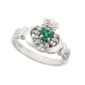 cashel-emerald-claddagh-ring-in-platinum