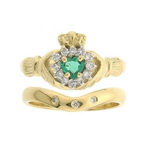cashel-emerald-claddagh-ring-wedding-set
