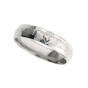 gents-domed-scroll-wedding-ring-in-18-karat-white-gold