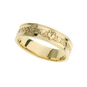 gents-flat-celtic-scroll-wedding-ring-in-18-karat-yellow-gold