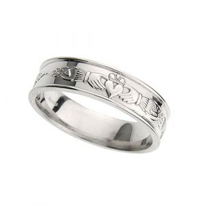 gents-flat-celtic-wedding-ring-in-18-karat-white-gold