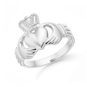 gents-classic-claddagh-ring-in-white-gold