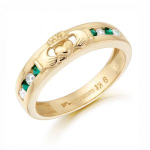 gold-claddagh-motif-band-with-green-cubic-zirconia