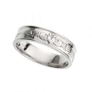gold-gents-flat-claddagh-and-celtic-wedding-ring-in-14-karat-white