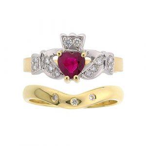 kinvara-3-stone-claddagh-wedding-set-in-18-karat-yellow-gold-and-ruby