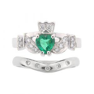 kinvara-5-stone-claddagh-wedding-set-in-18-karat-white-gold-and-emerald
