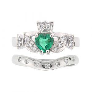 kinvara-7-stone-claddagh-wedding-set-in-18-karat-white-gold-and-emerald