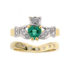 kinvara-7-stone-claddagh-wedding-set-in-18-karat-yellow-gold-and-emerald