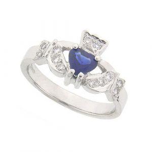 kinvara-sapphire-claddagh-ring-in-platinum