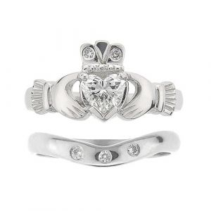 kylemore-3-stone-claddagh-wedding-set-in-18-karat-white-gold-and-diamond