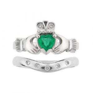 kylemore-5-stone-claddagh-wedding-set-in-platinum-and-emerald