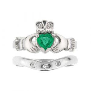 kylemore-emerald-claddagh-wedding-set-in-18-karat-white-gold