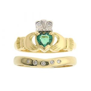 kylemore-emerald-claddagh-wedding-set-in-18-karat-yellow-gold