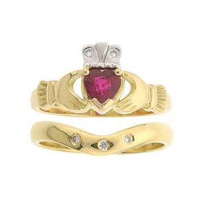 kylemore-ruby-claddagh-ring-wedding-set-in-yellow-gold