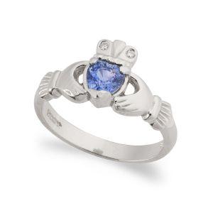 kylemore-sapphire-claddagh-ring-in-platinum