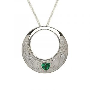 large-claddagh-pendant-and-chain