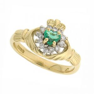 cashel-claddagh-ring-in-18-karat-yellow-gold-and-emerald