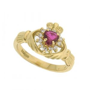 The-Cashel-Claddagh-Ring-in-18kt-yellow-gold-and-ruby