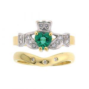The Kinvara 3 Stone Wedding Set in 18kt yellow gold & Emerald