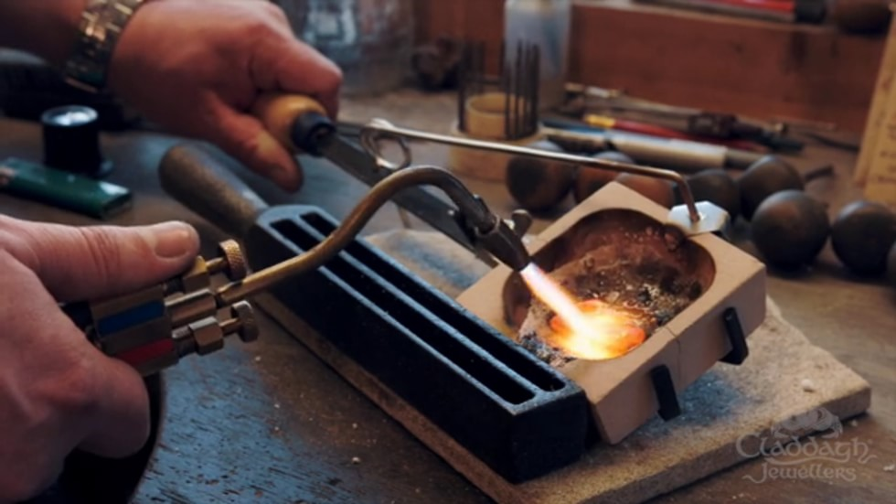 Claddagh_Jewellers_Melting_Gold